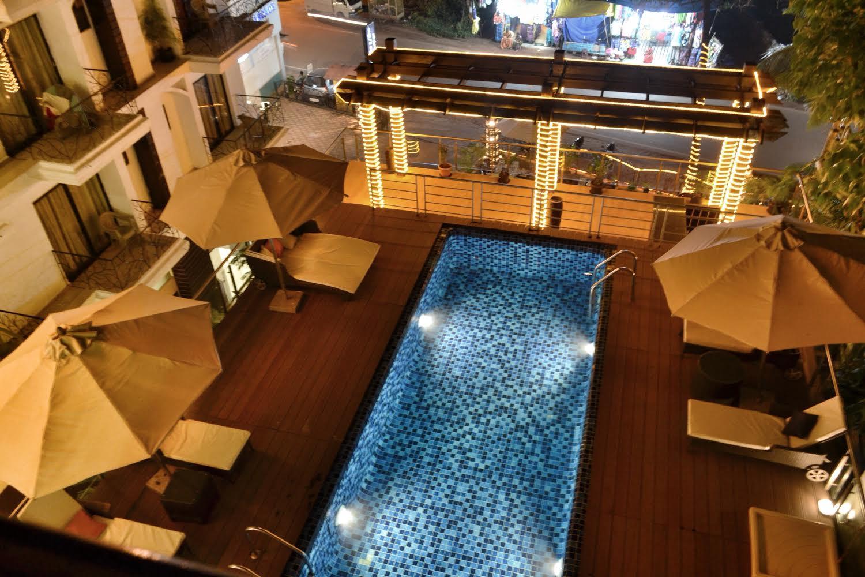 1432903941_pool_night_view