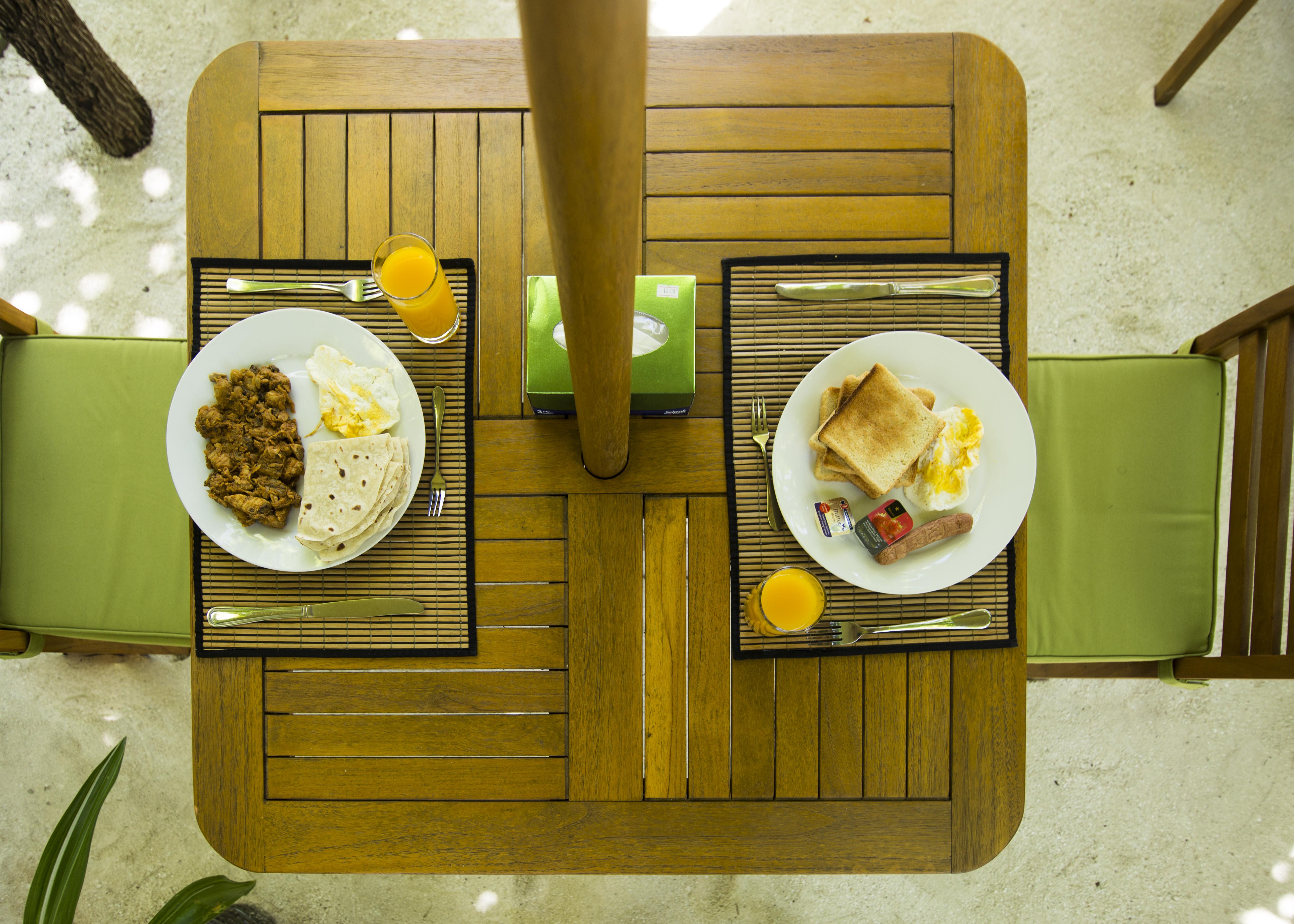 Lacabana Maldives Maamigili Breakfast (1)