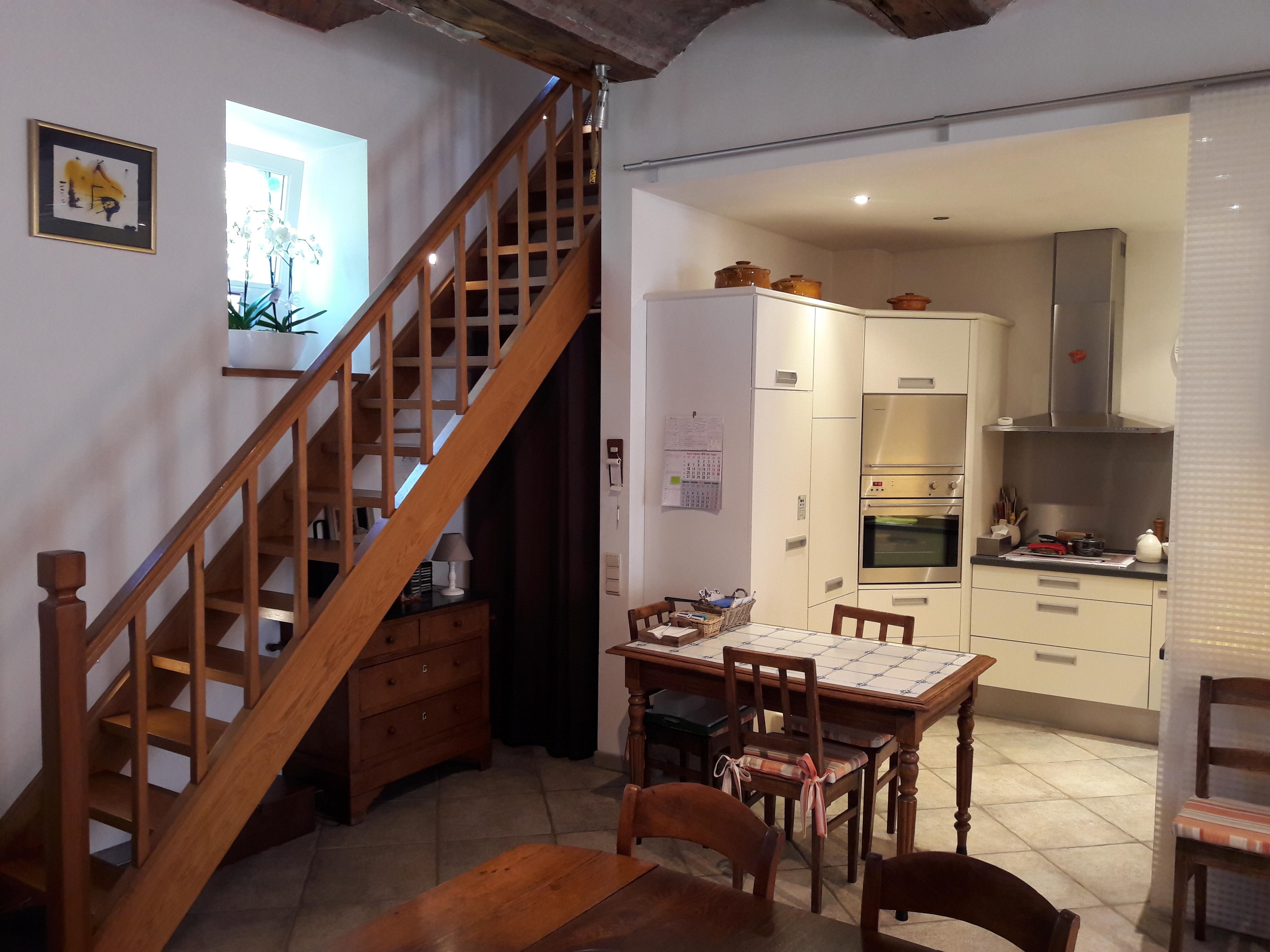 Salle à manger et escalier en bois