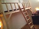 Lit Mezzanine / Lit superposé - TOUT EN UN. Escalier gauche - Ensemble pour enfants. Lit superposé, bureau, armoire, étagères - Artisanat Blanc / Graphite.