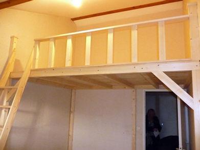 Mezzanine Augmentez vos surfaces Un étage en plus!  Ajustable sur place  Livraison et montage offerts par nos soins Différentes longueurs et profondeurs