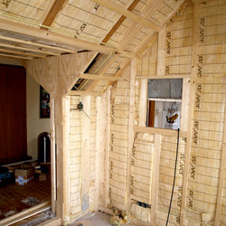 interieur in aanbouw, doorbraak naar keuken.jpg