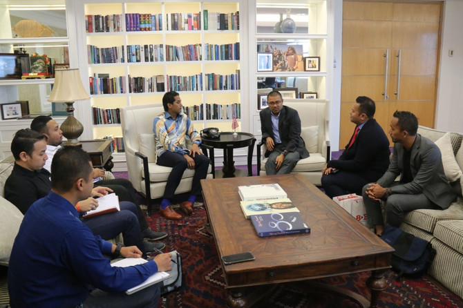 BINA DARULAMAN BERHAD VISITS TO THE MINISTER OF YOUTH AND SPORTS