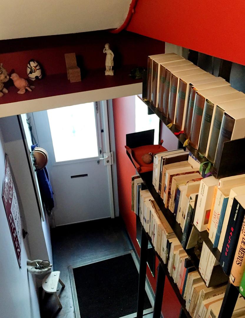 Une bibliothèque sur mesure en garde-cor