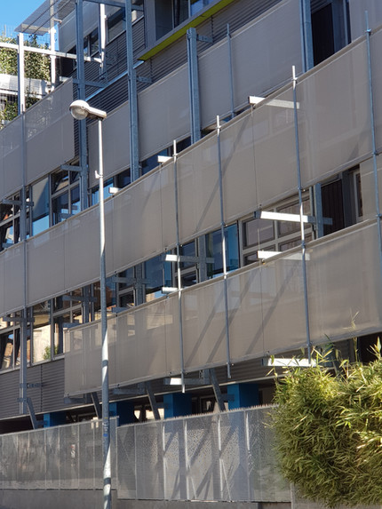 protections solaires façade de bureaux