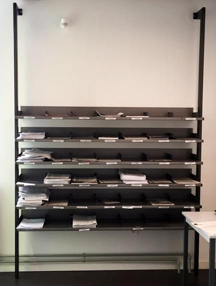 étagère de rangement du courrier