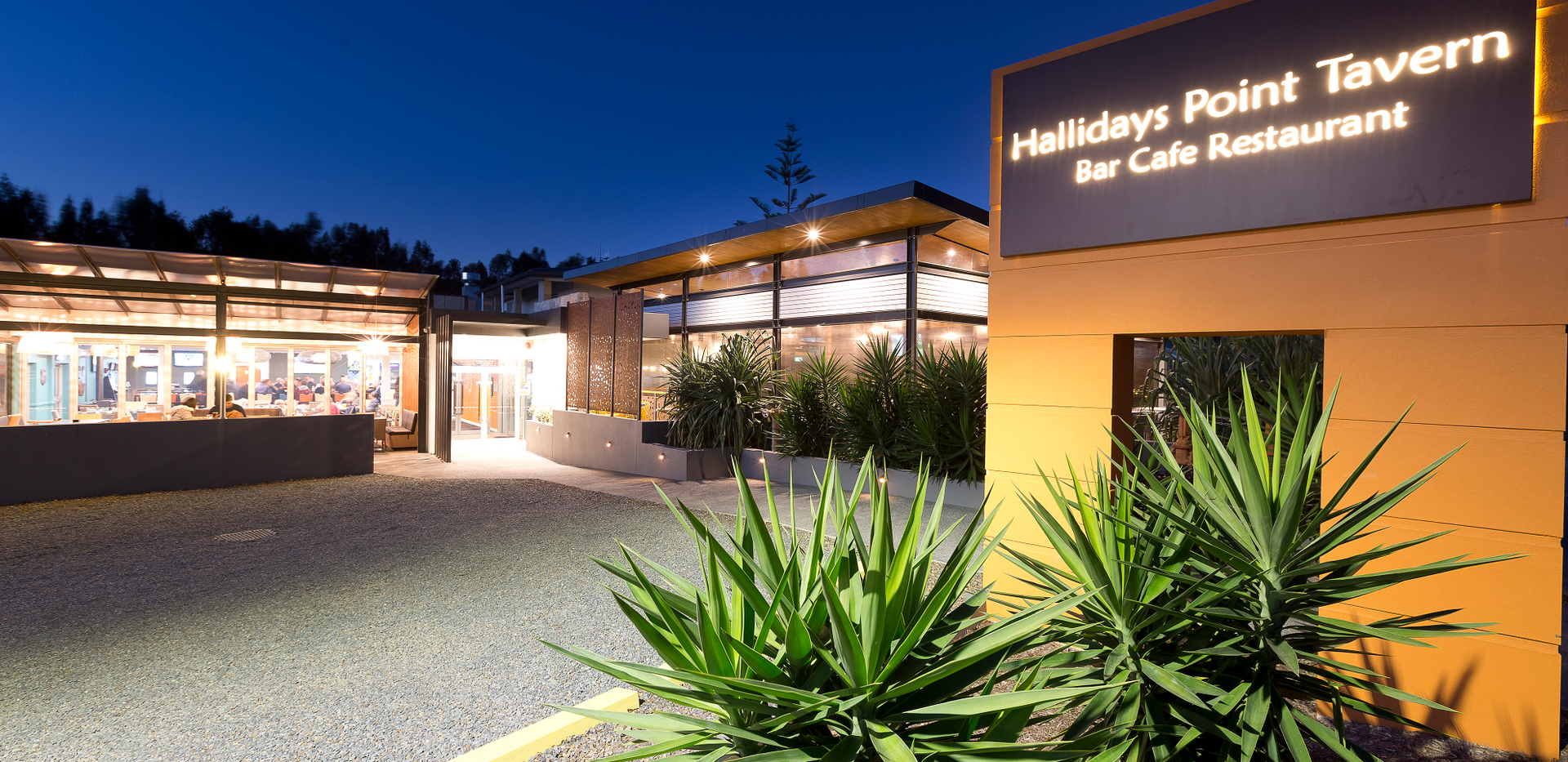 Hallidays Tavern_External