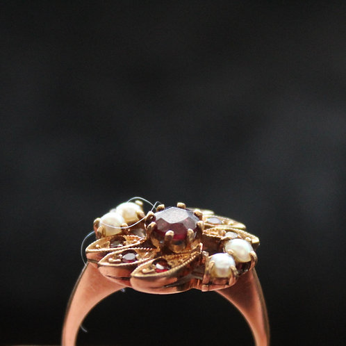 Victorian 9ct Gold Garnet and Peal Ring