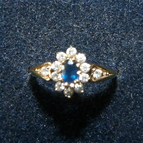 9ct Gold Sapphire & Qz Cluster Ring