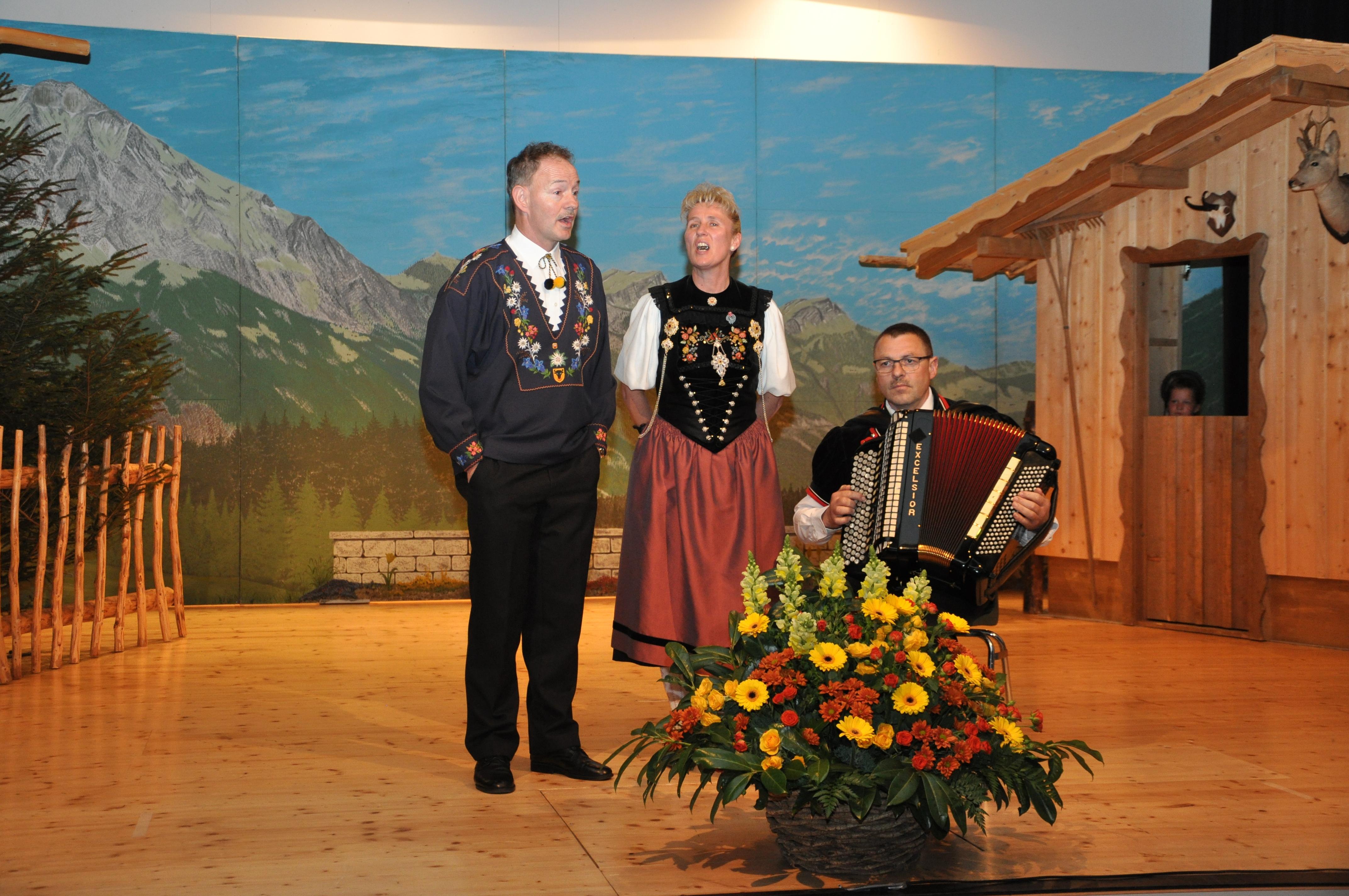Duett Erika und Reto mit Begleiter Franz Röösli