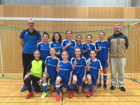 U13 Juniorinnen holen sich den ersten Platz beim C-Juniorinnen Hallenturnier in Puchheim