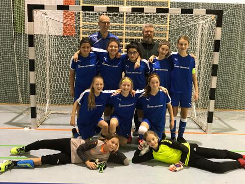 U13 gewinnt auch das C-Juniorinnen Turnier beim FC Schwaig