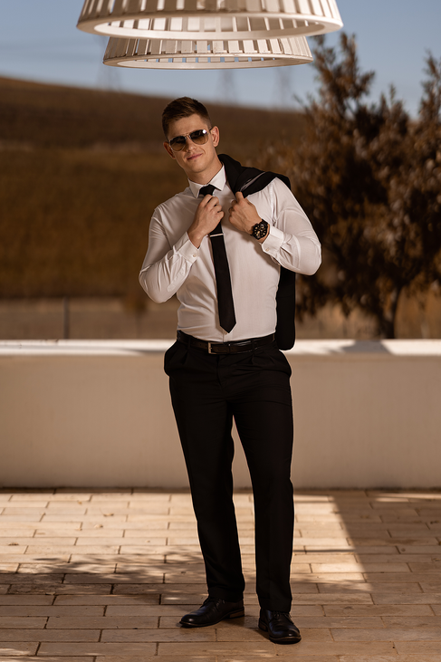 The groom on the outside of the main venue of the beautiful Loch Lynne Estate outside Durbanville, Cape Town.