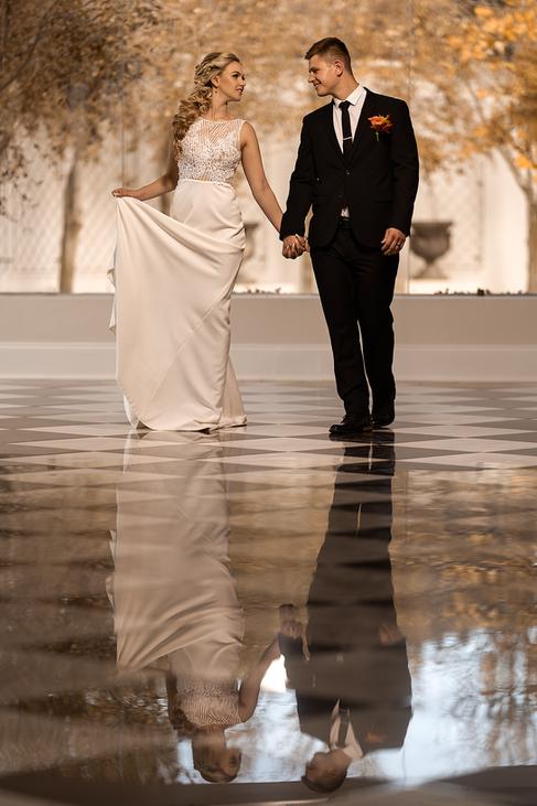 Bridal couple in the main venue of the beautiful Loch Lynne Estate outside Durbanville, Cape Town.