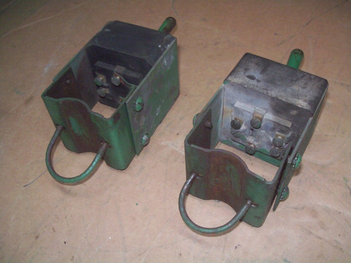 this is a matching set of factory original hydralectric switches for an  oliver 66,super66,77,super77,88, and super88  the switches move freely,