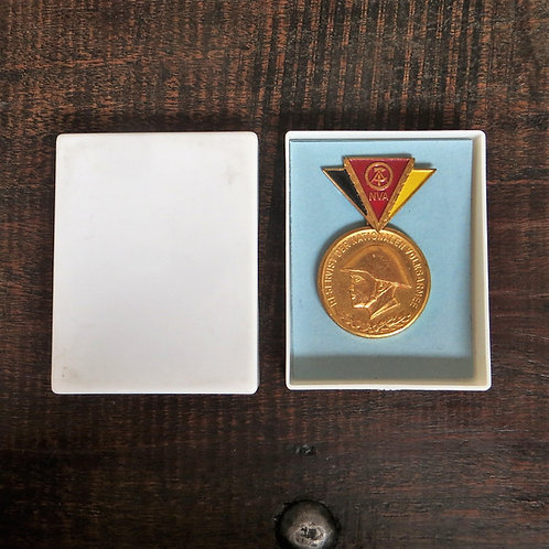 Medal DDR Medal For Faithful Service In The National People's Army Reserve Gold