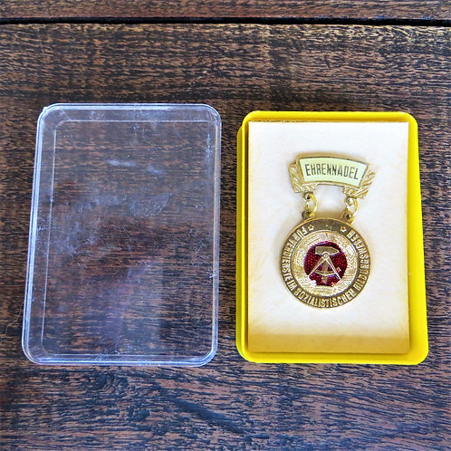 Medal DDR Badge Of Honor Education Gold Issue