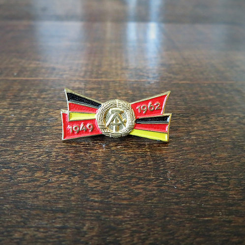Pin DDR 13th. Anniversary DDR 1964