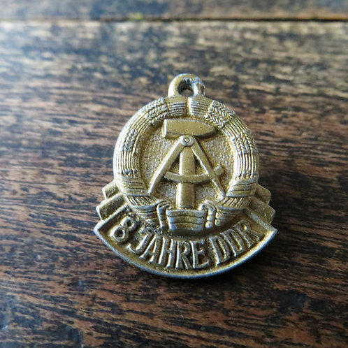 Pin DDR PD054 8 Years DDR Pendant 1957