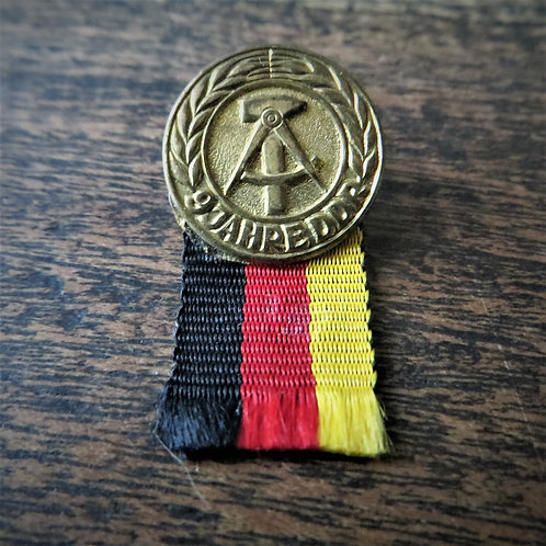 Pin DDR 9 Years DDR 1958