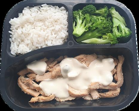 Tiras de frango ao molho brie, arroz branco e brócolis
