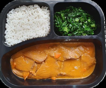 Lagarto ao molho de tomate, arroz branco e couve