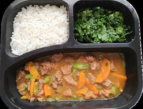 Picadinho de carne com legumes, arroz branco e couve