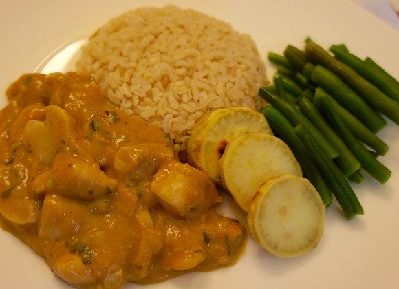 Strogonoff de frango, bat., arroz integral e vagem