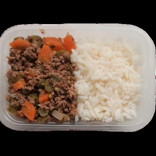 Patinho moído com legumes, arroz branco de feijão (à parte)