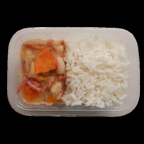 Feijoada branca com carnes e arroz branco