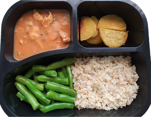 Strogonoff de frango com biomassa, arroz integral, batata doce e vagem