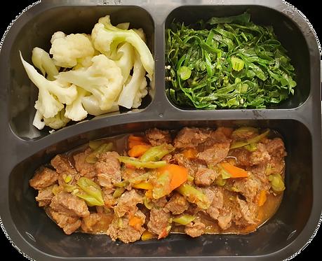 Picadinho de carne com legumes, couve flor e couve