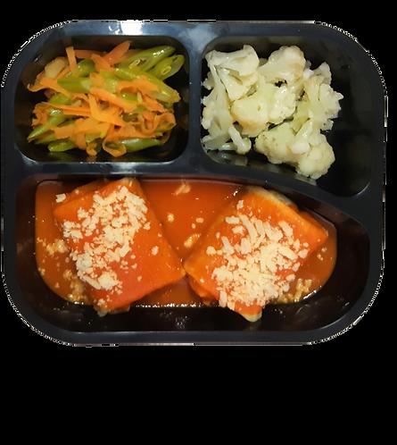 Panqueca de frango, couve flor e vagem com cenoura