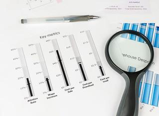 Como podemos integrar informações financeiras com métricas operacionais?