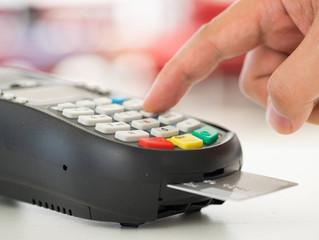 2017: o ano em que as transações por cartão superaram o dinheiro