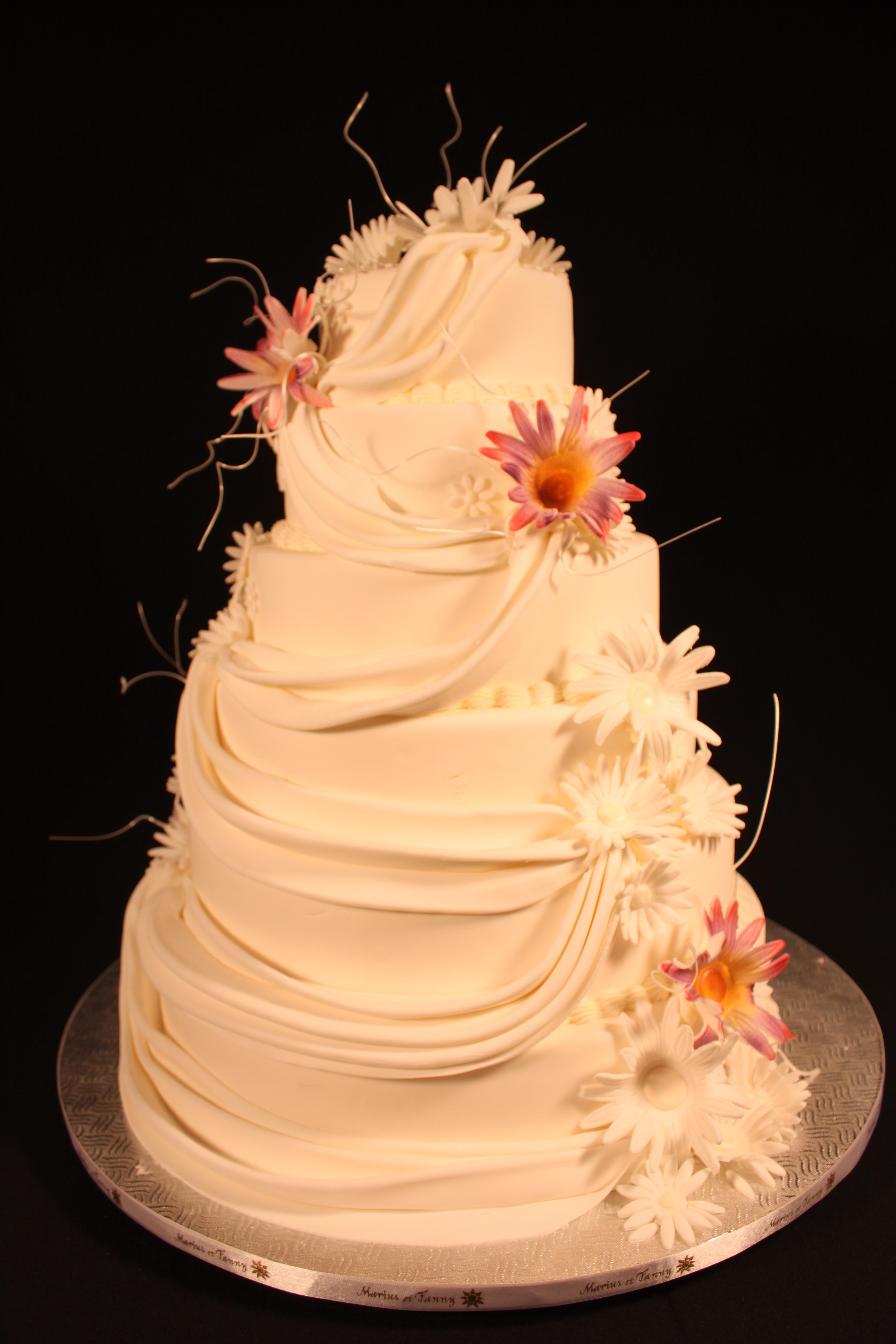 Fleur et voile en pâte à sucre