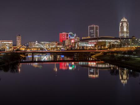 Skyline_at_night_-_Catch_Des_Moines.jpg