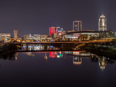 Skyline_at_night_-_Catch_Des_Moines.jpg