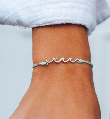 Pura Vida delicate wave bracelet