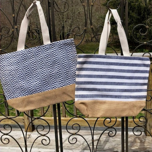 Great tote bag with cotton lining and magnetic clasp closure to store all of your belongings.