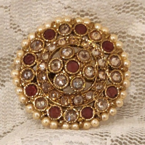 Antic ring round fuchsia and ad stone studded