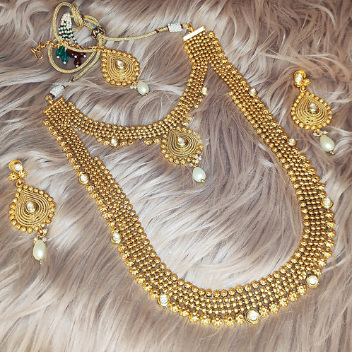 Antic long necklace with collar set attached