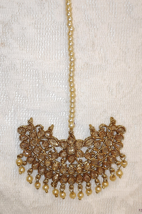 Antic tikka with gold ad stones and pearls