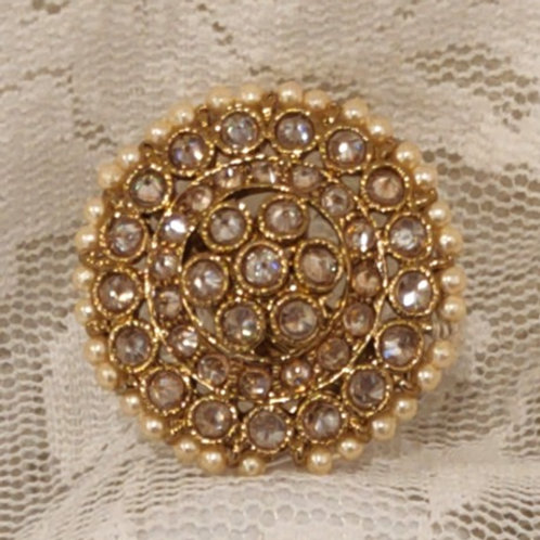 Antic ring round pearl and ad stone studded