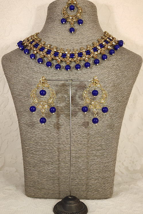 Slim collar with blue beading