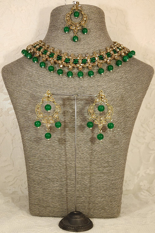 Slim Collar with green beading