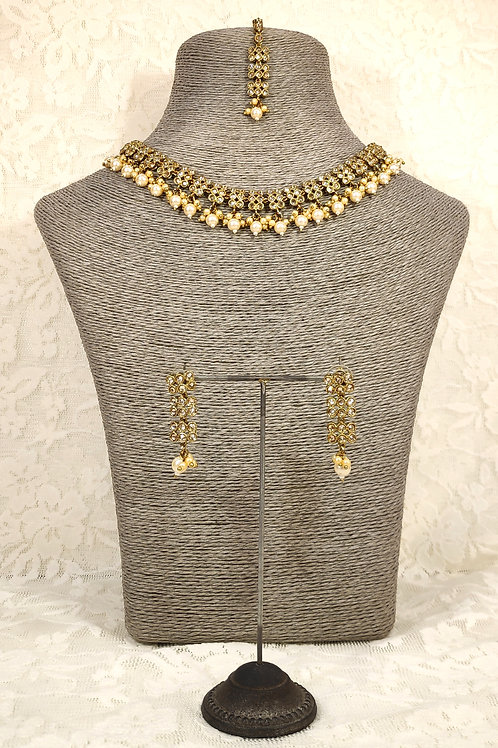 Slim Collar necklace with pearl beading