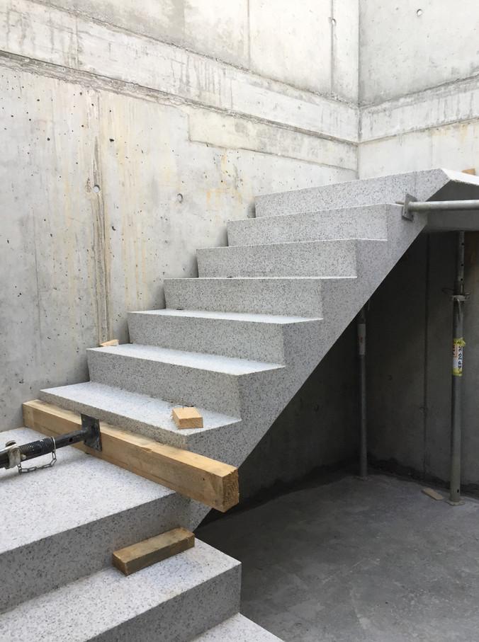 Die ersten Treppenläufe der Etappe Nord wurden versetzt.