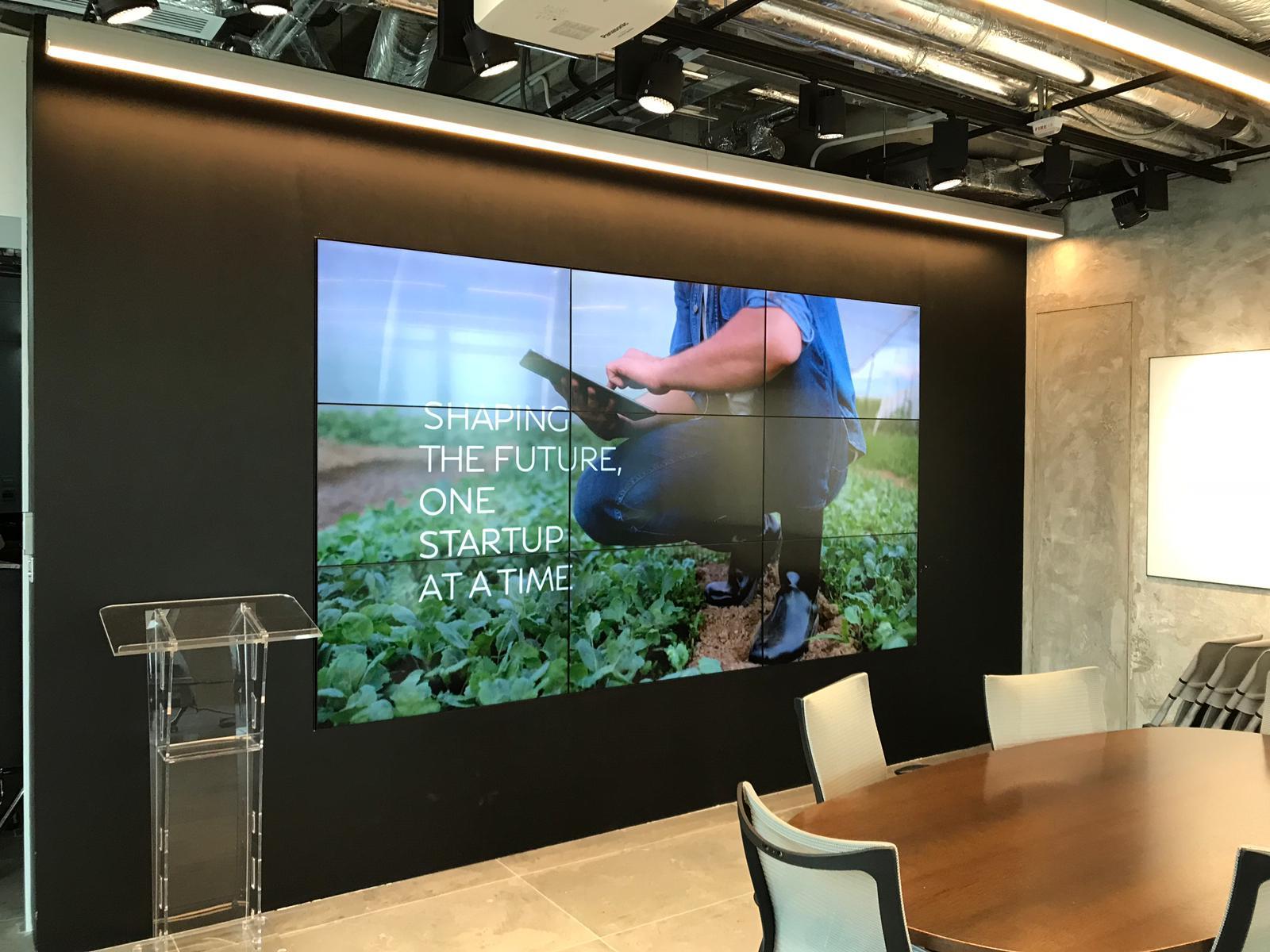 Video Wall - 3x3-indoor deco