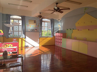 01_乾淨溫馨的教室.jpg